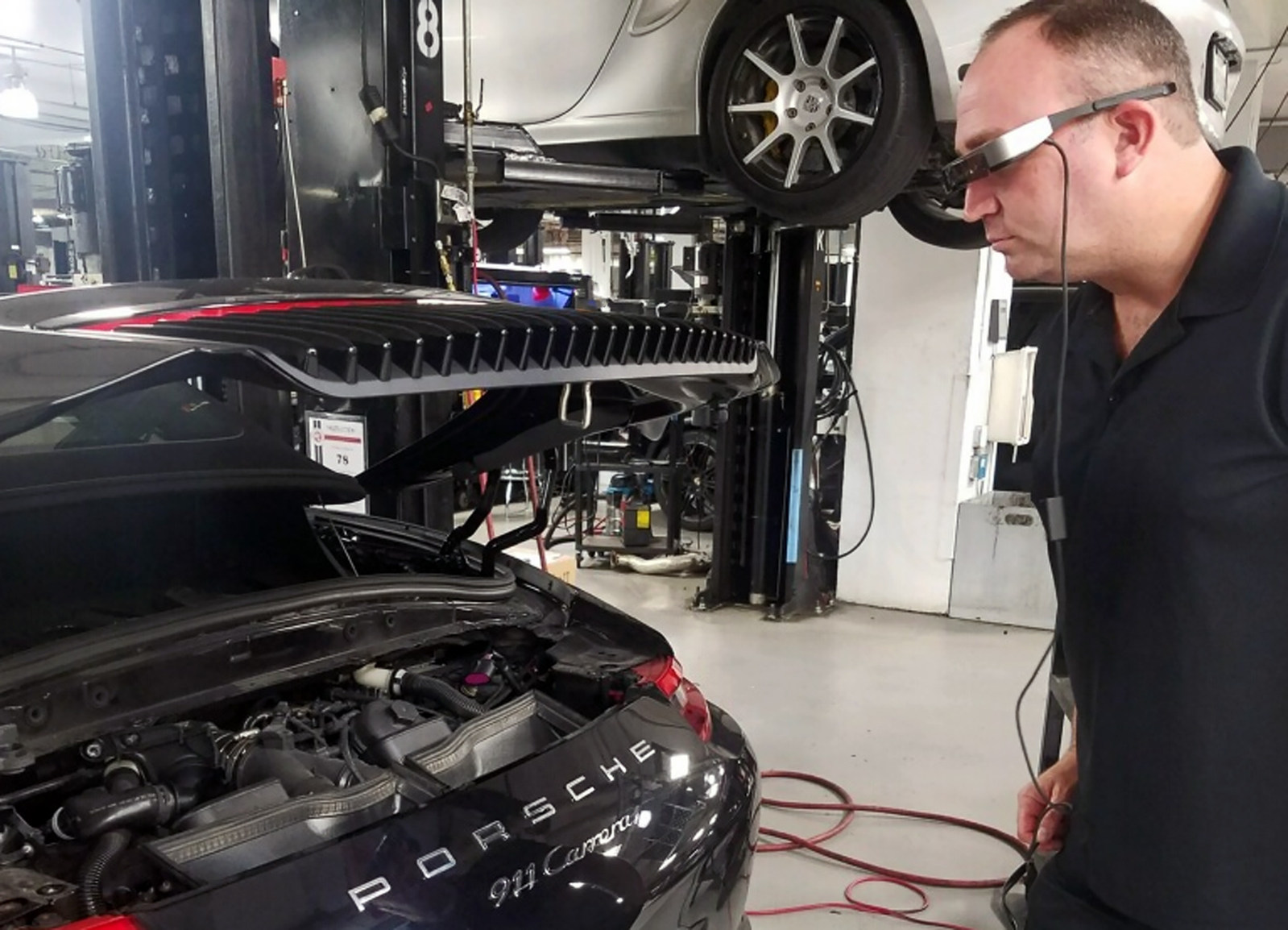 Porsche Cars NA Tech Live Look 1